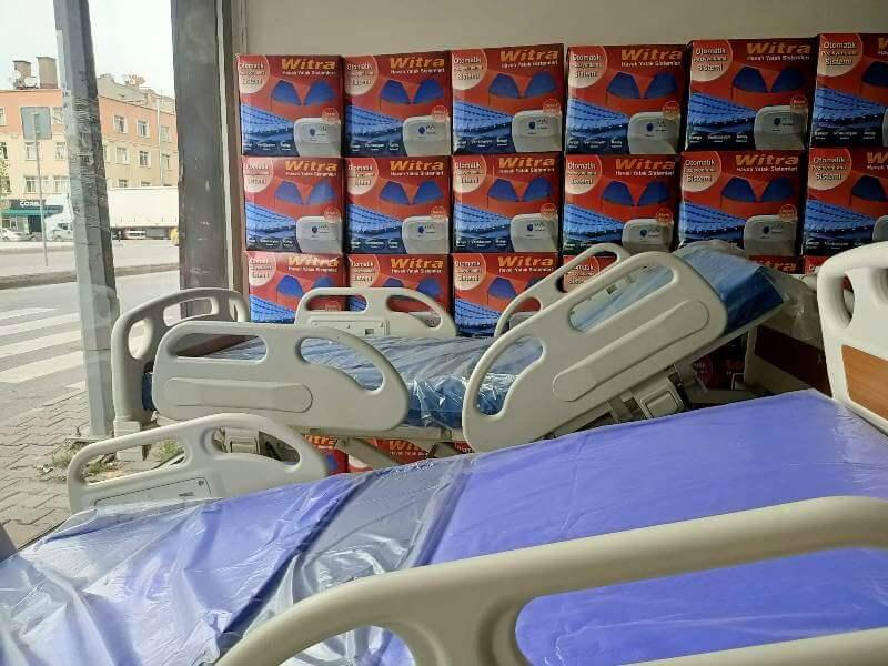 Temizlenmiş hasta yatakları